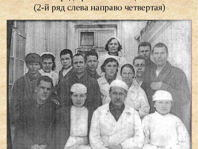 Медсестра Тухватуллина Сара среди раненых бойцов(2-й ряд слева направо четвертая)
