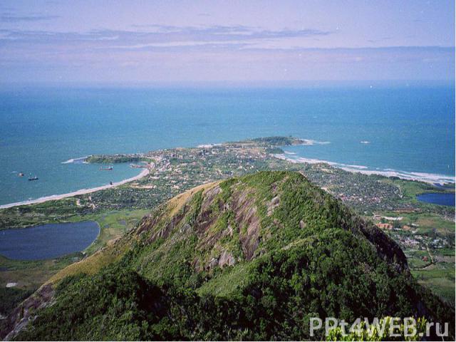 Островное государствовВосточной Африке. Расположено в западной частиИндийского океана, на островеМадагаскари прилегающих мелких островах у побережьяАфрики. Площадь— 587 тыс. км², длина около 1600км, ширина свыше 600км. Столица—Антананариву.