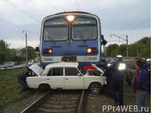 Несмотря на закрытый шлагбаум, железнодорожный переезд переехал гражданин Н. Сог