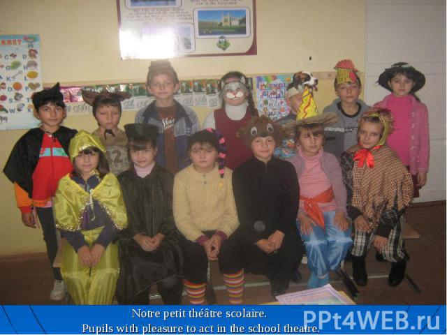 Notre petit théâtre scolaire. Pupils with pleasure to act in the school theatre.