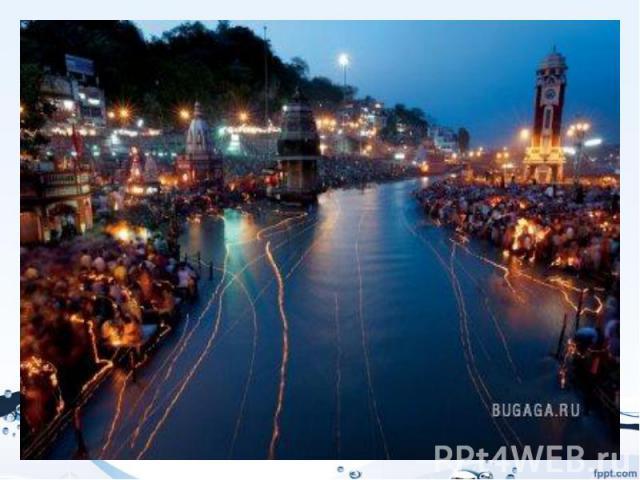 Река Индии - Ганга, освещенная плавающиим фонариками в рамках фестиваляГанга Душера. Это праздник, посвященный поклонению священной реке Ганге. Поклонение сопровождается пением мантр и подношением огненных светильников. По вечерам тысячи листь…