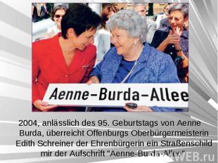 2004, anlässlich des 95. Geburtstags von Aenne Burda, überreicht Offenburgs Ober