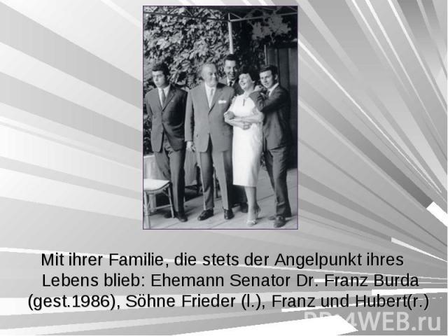 Mit ihrer Familie, die stets der Angelpunkt ihres Lebens blieb: Ehemann Senator Dr. Franz Burda (gest.1986), Söhne Frieder (l.), Franz und Hubert(r.) Mit ihrer Familie, die stets der Angelpunkt ihres Lebens blieb: Ehemann Senator Dr. Franz Burda (ge…