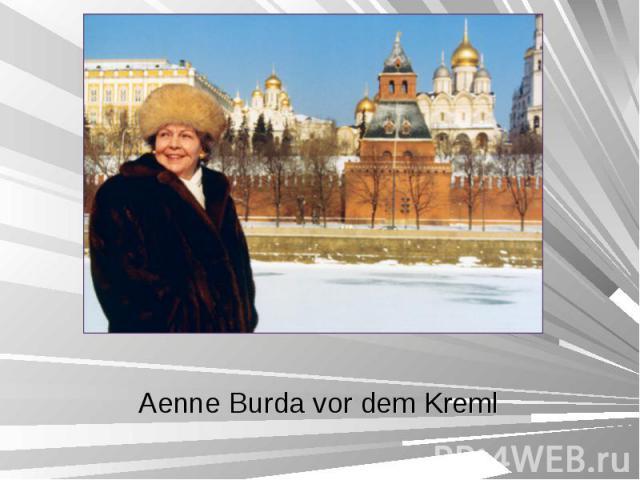 Aenne Burda vor dem Kreml Aenne Burda vor dem Kreml