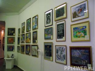 Краеведческий музей Расположен недалеко от красивой аллеи. В музее можно увидеть