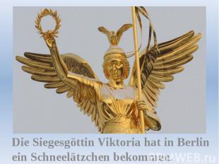 Die Siegesgöttin Viktoria hat in Berlin ein Schneelätzchen bekommen.